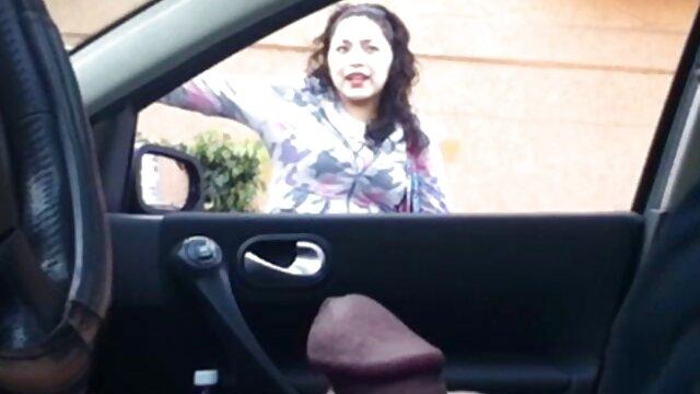جوجه خالکوبی انگشتان بر روی یک دختر و او فیلم بکن بکن هندی را بمکد