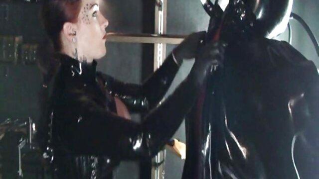 Nerd licks لیزا ان, تنگ, روی نیمکت آبی در کنار خانه و آن را فیلم های بکنبکن چلچله