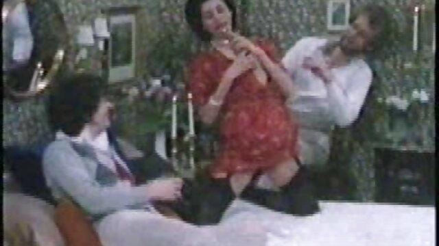 مست, فیلم سکسی و بکن بکن لاتین, رقص, مکیدن و تماشای او هم اتاقی در کاندوم بر روی نیمکت