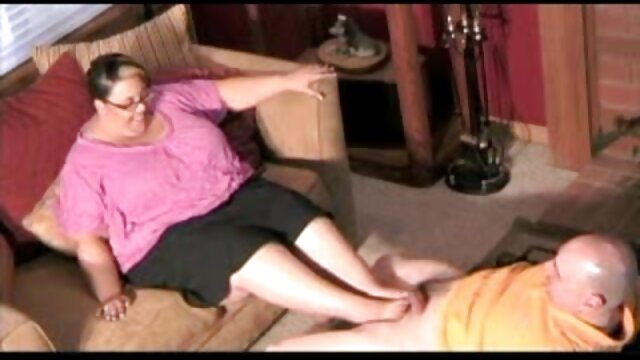 دختر برهنه بدن دانلود فیلم بکنبکن خود را به آرامی در حمام شستشو می دهد و خودش را پاک می کند