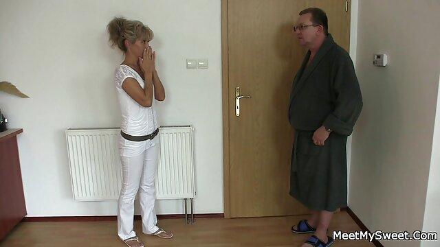 زن فیلم بکن روسی در جوراب ساق بلند کردم سرطان و به این مرد یک دیک کوچک