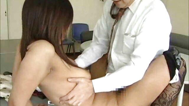 پس از او از blowjob, او کشیده فیلم بکن بکن کوتاه یک سوراخ برای لعنتی با دست او