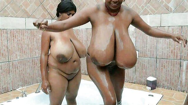 نوک سینه ها در ماه مارس بکن بکن در حمام