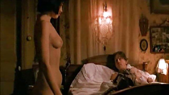 سبزه در جوراب ساق بلند چلچله تنها فیلم کوتاه بکن بکن مرد در دهان او طول می کشد و او را به نقطه در حیاط