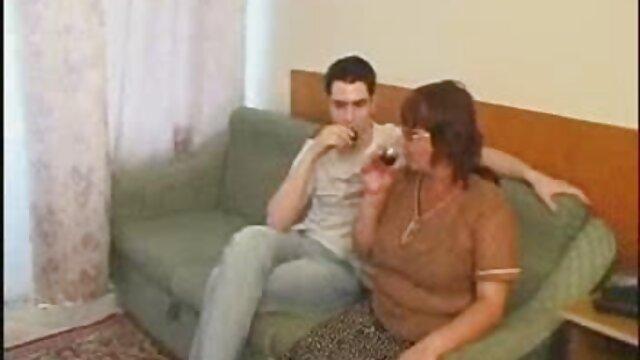 مرد مسح مشتری و دهان فیلم سکس بکن بکن عربی او پس از ماساژ داد