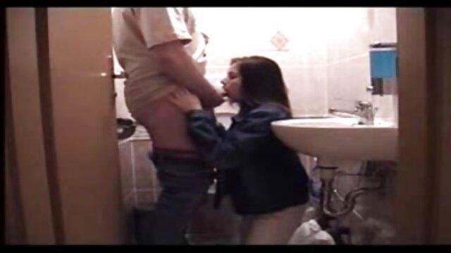 جو تیلور در زمان خاموش شلوار جین خود را نشان داد و الاغ بزرگ خود را در خیابان کانال فیلم بکن بکن