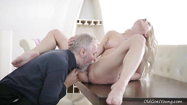 مرد بر روی نیمکت سکس, همسر بکن بکن رایگان در الاغ بر روی نیمکت