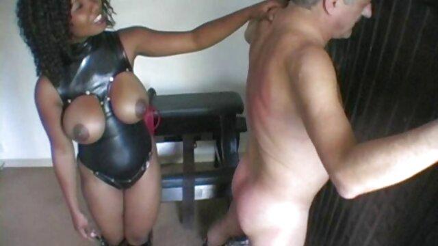 دو لزبین بوسید بدون لباس و شروع به مشت فیلم سکسی بکن بکن زدن