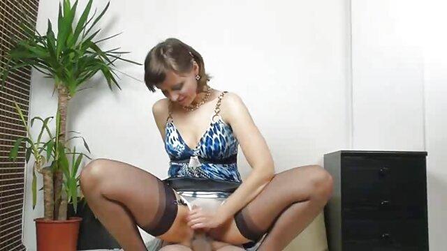 زن حرکات تند و سایت بکن بکن سکسی سریع باریک, سبزه, تخت, در, شکاف