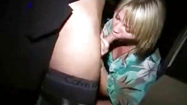 Faker می کشد آلت تناسلی مرد منحنی بین سایت بکن بکن سکسی پاهای یک دانش آموز با الاغ آبدار