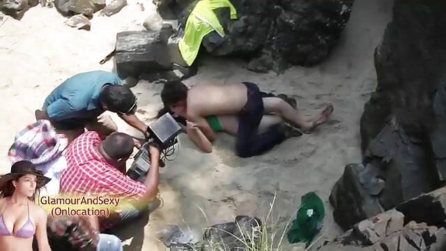 یک مرد, زمانی که همسرش کلیپ بکن بکن وجود ندارد, بازی می کند شوخی با دخترش