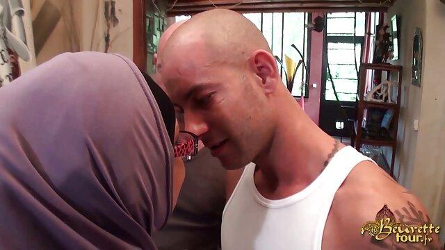 عضلانی شریک کباب سبزه فیلم خارجی بکن بکن با خال کوبی در نرم افزار بر روی ران بزرگ در اتاق خواب