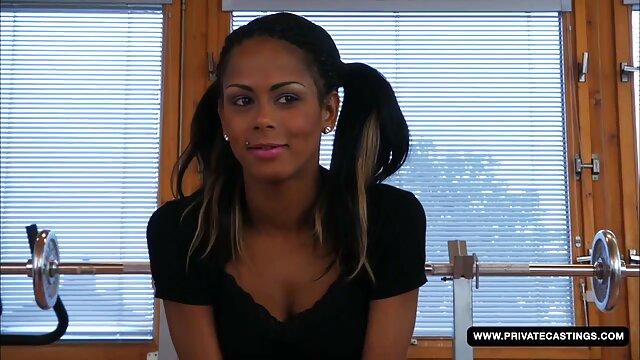 غیر فیلم سوپر سکسی بکن بکن خارجی رسمی زن با موهای صورتی سواری یک دختر, پس از سیگار کشیدن