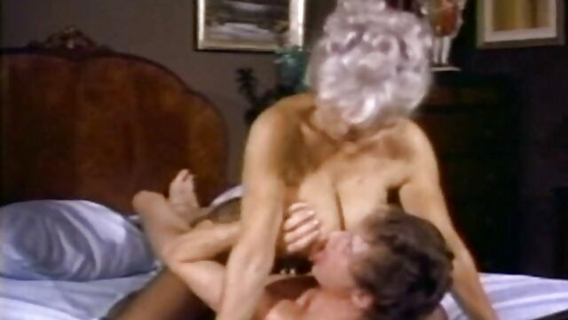 شوهر از محل کار به خانه می آید و یک پیچ را به لانه یک خانم خسته کننده در شورت وارد می فیلم بکن کند