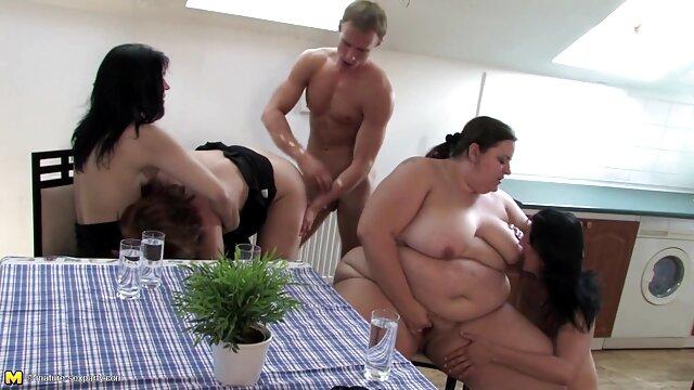 مرد شاخه های یک سکس هندی بکن بکن دوربین آماتور با یک دختر با سینه های بزرگ