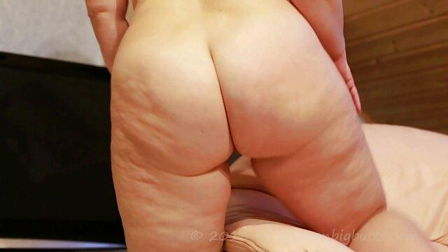 بانوان برهنه نشان داد فریبندگی خود را در پخش فیلم سکسی بکن بکن حمام
