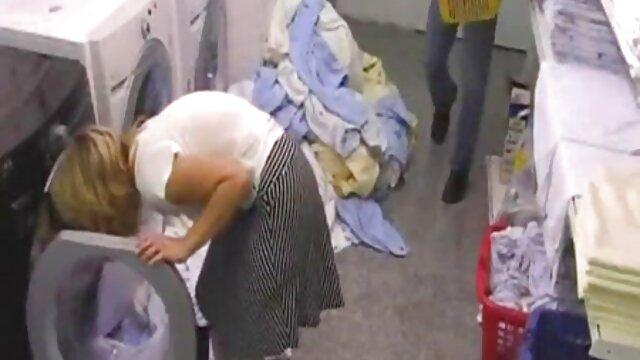 حامله, همسر در تی شرت licks دیک شوهرش و او را می دهد مقعد سوپرهای بکن بکن